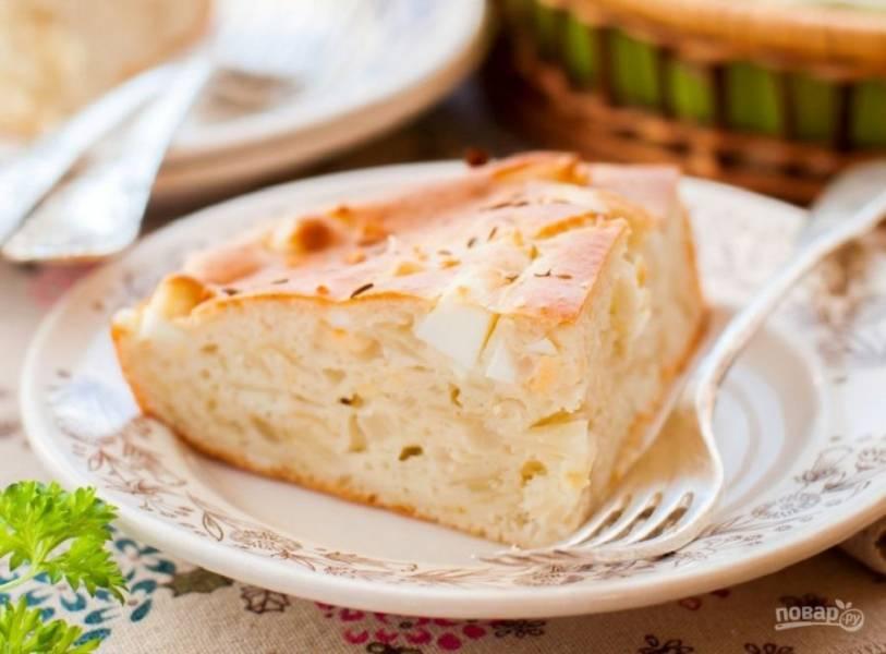 8.Перед подачей на стол остудите пирог, затем нарежьте кусочками и наслаждайтесь.