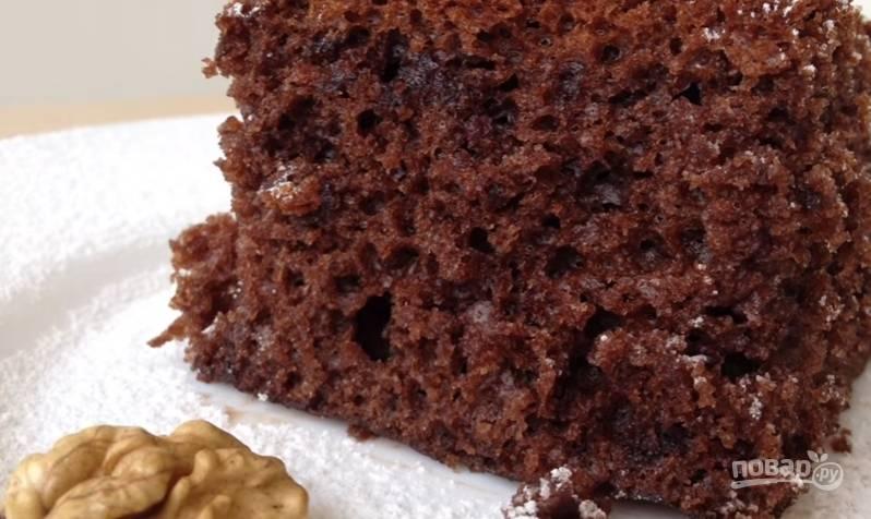 9.Доставайте пирог только после полного его остывания в чаше мультиварки. Подавайте с сахарной пудрой.