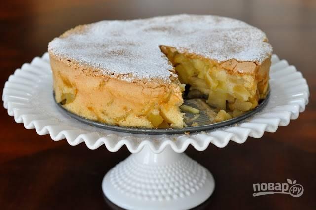 4.Готовый пирог украсьте сахарной пудрой, остудите и подавайте к столу. Приятного чаепития!