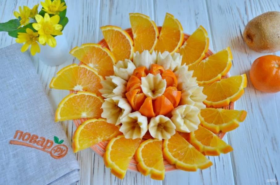 Выкладывайте по кругу апельсин.