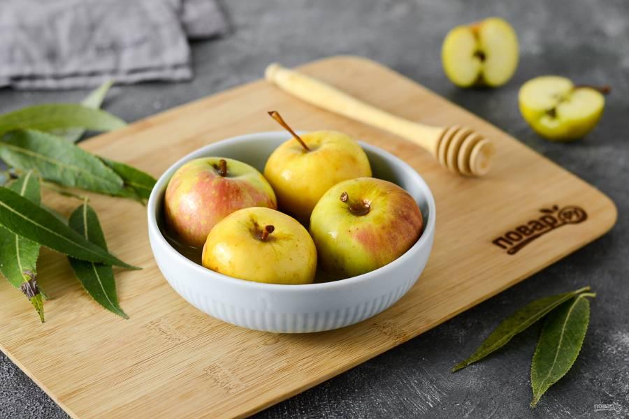 Моченые яблоки с медом и горчицей