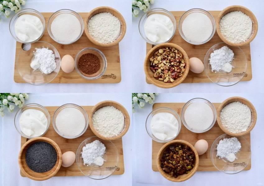 Для каждого коржа заранее подготовьте свой наполнитель: изюм, мак, какао-порошок и орехи. Мак (75 г) залейте водой (150 мл), варите до полного испарения жидкости, измельчите с помощью блендера или мясорубки. Грецкие орехи измельчите до крупной крошки. Изюм залейте кипятком на 15 минут, откиньте на сито, обсушите.