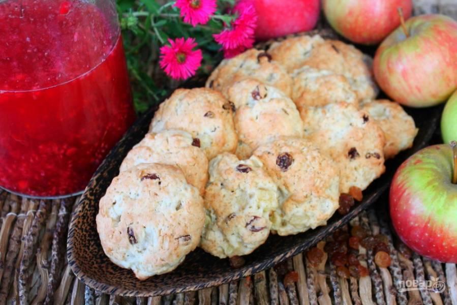 Овсяное печенье с изюмом и яблоками