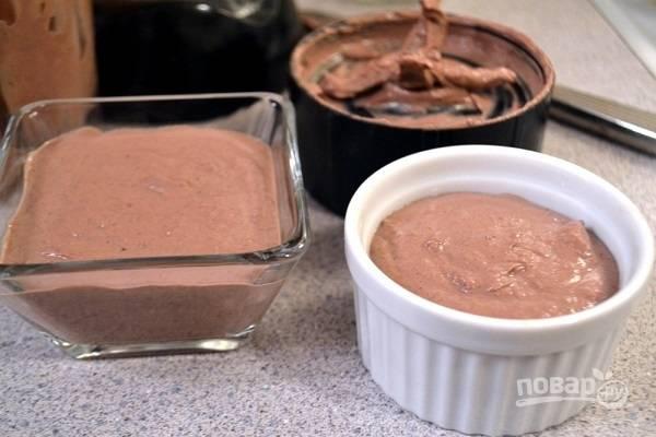 6. Разложите готовый паштет по формочкам.