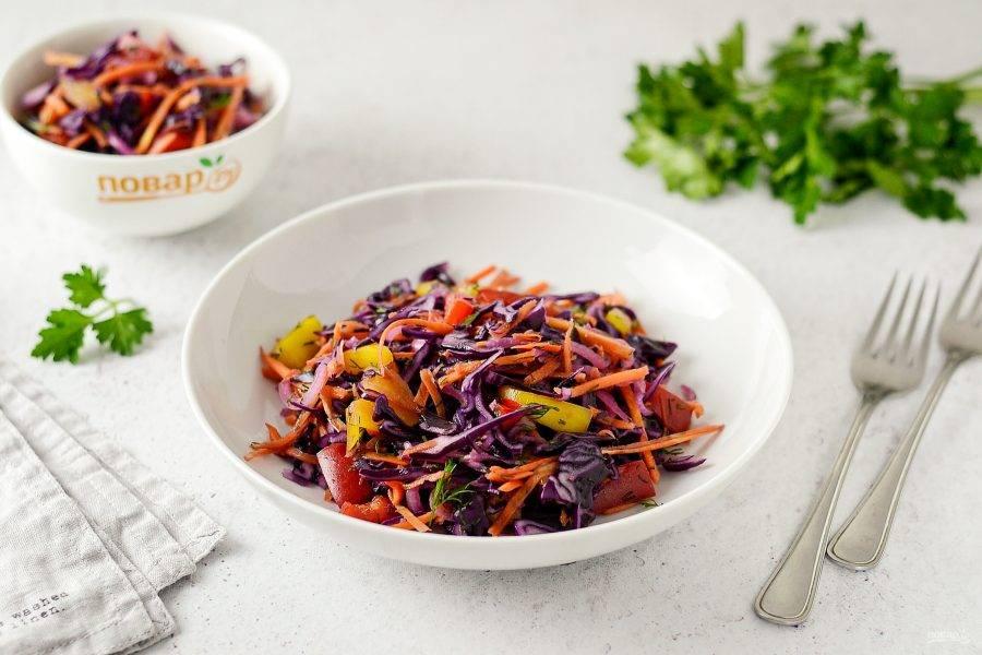 Салат из краснокочанной капусты готов, приятного вам аппетита!
