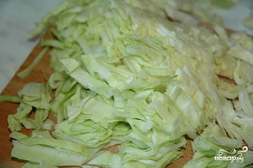 Помыть и порезать капусту