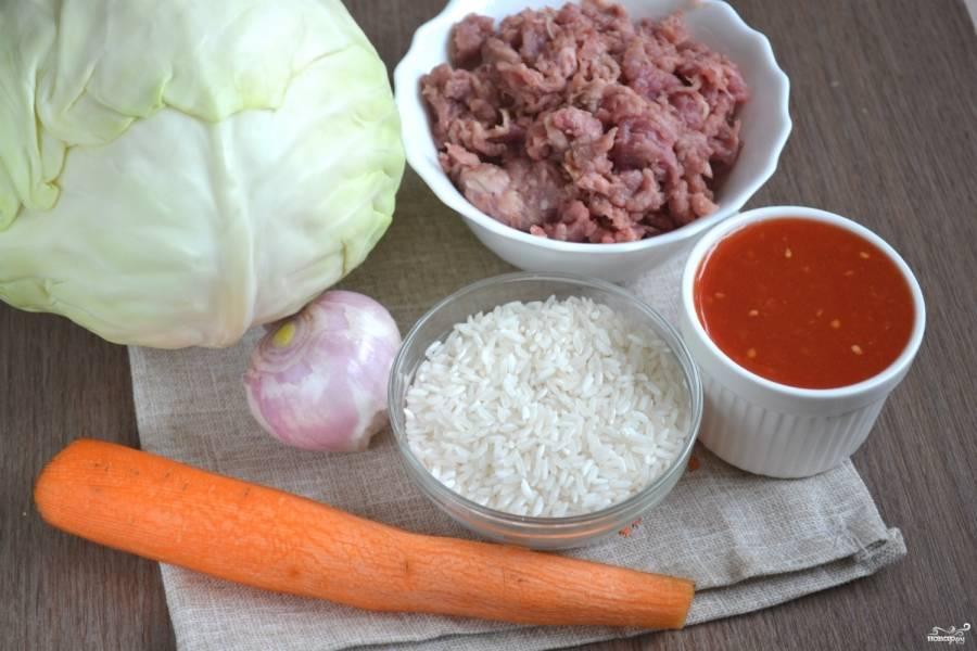 Подготовьте все необходимые ингредиенты. Фарш возьмите свиной или свино-говяжий, они идеально подойдут для приготовления этого блюда.