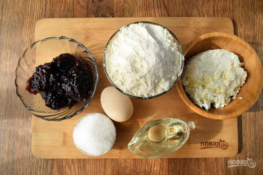 Подготовьте необходимые продукты. Духовку поставьте разогреваться на 180 °C .