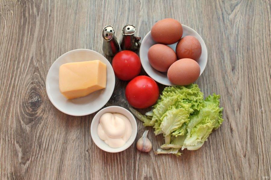"""Подготовьте все необходимые ингредиенты для приготовления фаршированных яиц """"Мухоморы""""."""