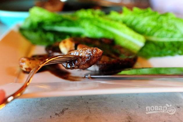 9. Подавайте блюдо к столу с любым гарниром или овощами. Приятного аппетита!