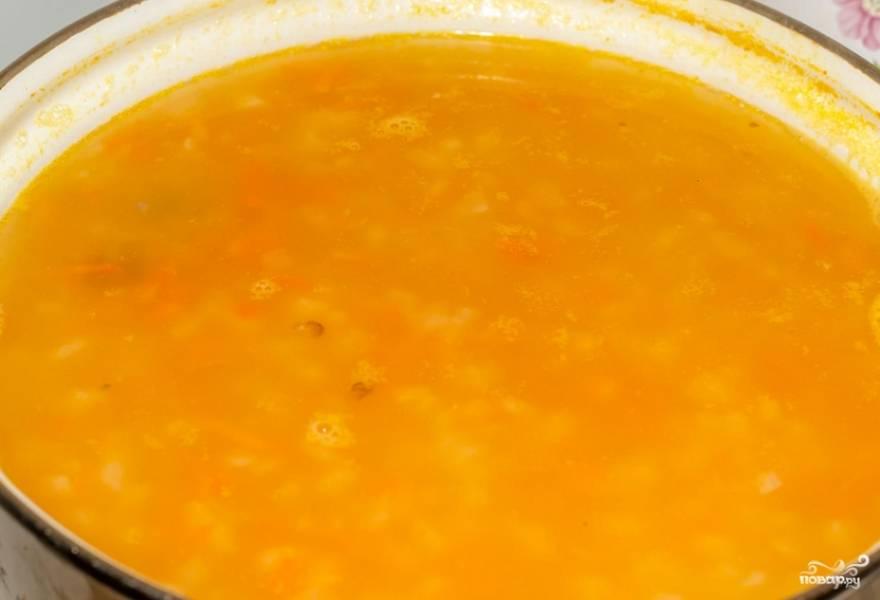За 5 минут до готовности добавьте гороховое пюре.