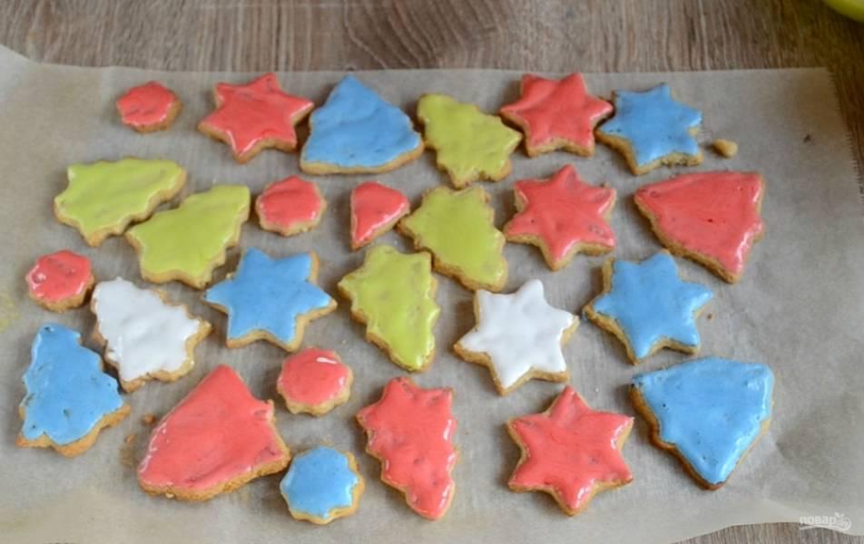 Готовые печенюшки смажьте глазурью.