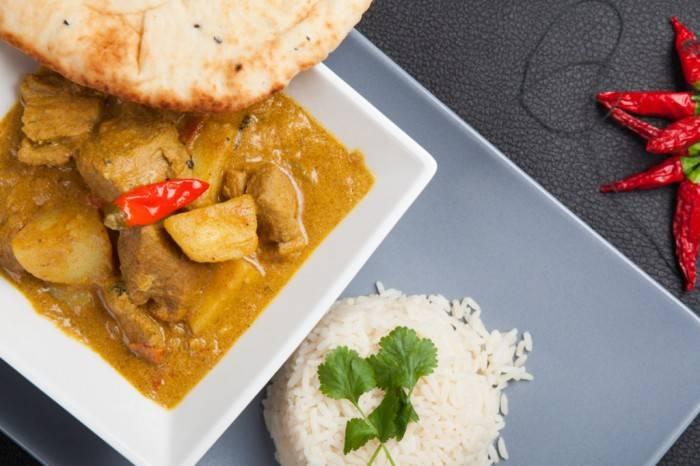 Подавать готовую индейку с кефиром по-американски советую с кукурузными лепешками (или с лавашем) и рисом. Приятного аппетита!