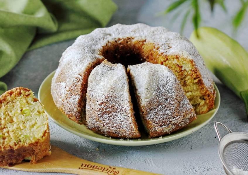 По желанию посыпаем пирог сахарной пудрой и подаем к столу. Приятного аппетита!