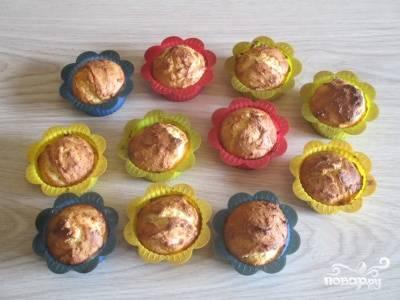 Готовые и остывшие творожные кексы можно посыпать пудрой, а потом угощать ими родных. Приятного аппетита!