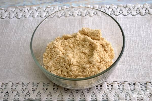 1.Кунжутные семена тщательно измельчаем до состояния муки с помощью блендера или кофемолки.