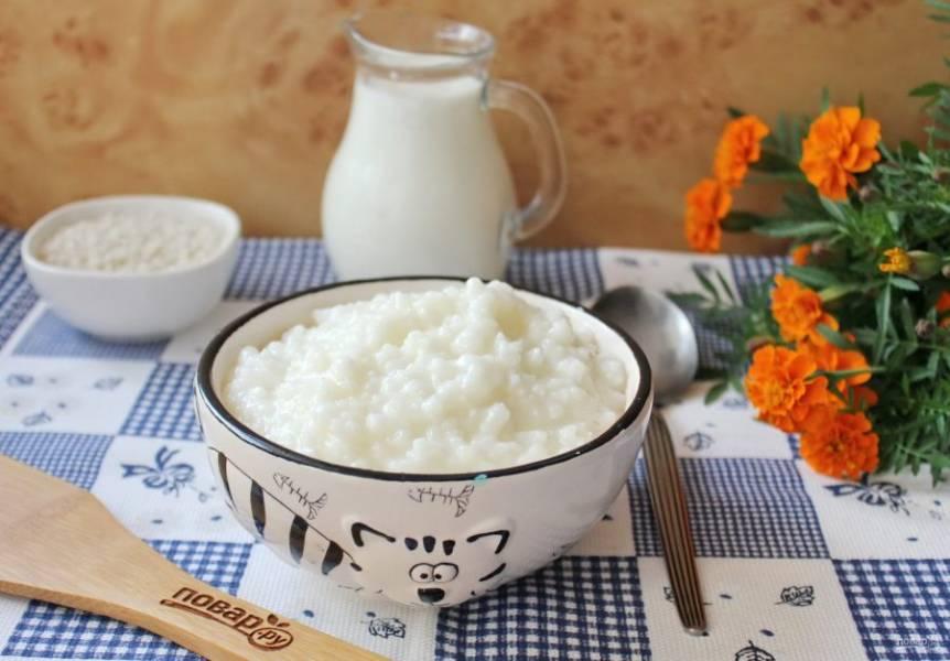 Молочная рисовая каша как в детском саду готова. Можно подавать к столу на завтрак или полдник.