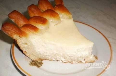 Запекайте пирог при 200 градусах в духовке в течение 40 минут. Приятного чаепития!