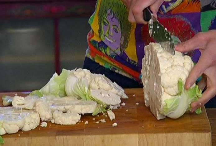 Капусту старайтесь резать по 1,5-2 см толщиной, чтобы не распадалась.