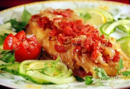 Подавайте запеченного морского судака с овощным салатом или любым гарниром.