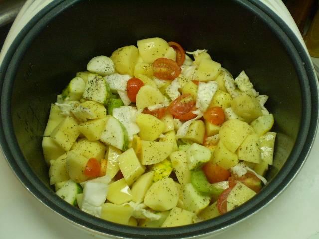 "Сложите овощи в кастрюлю мультиварки и включите режим"" Каша"", время 45 минут."