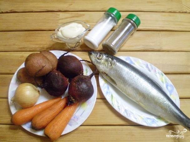 ПОДготовьте продукты. Овощи берите среднего размера, примерно одинаковые по весу. Отварите их до готовности. Остудите.