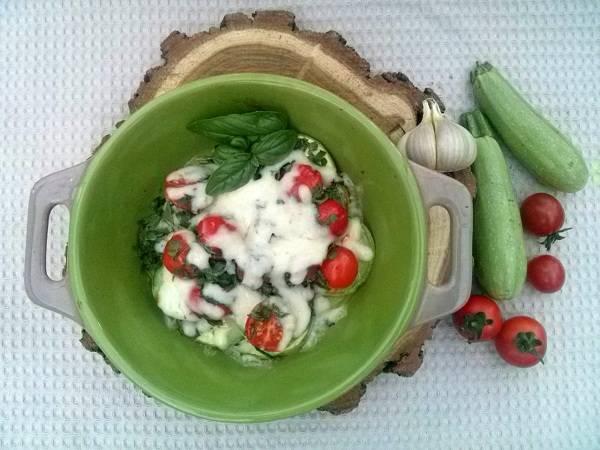 Овощи готовы. Разложите их по тарелочкам и украсьте свежей зеленью. Приятного аппетита!