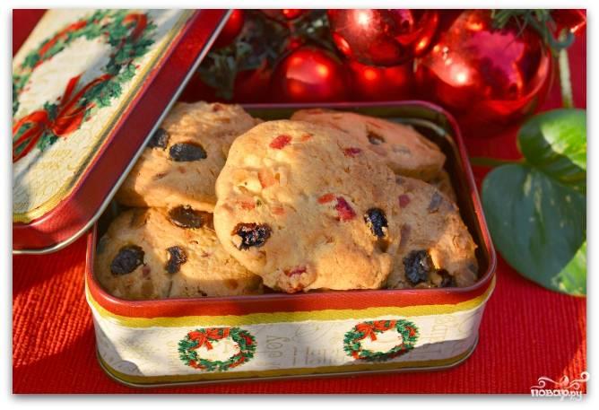 Рождественское печенье с цукатами и орехами