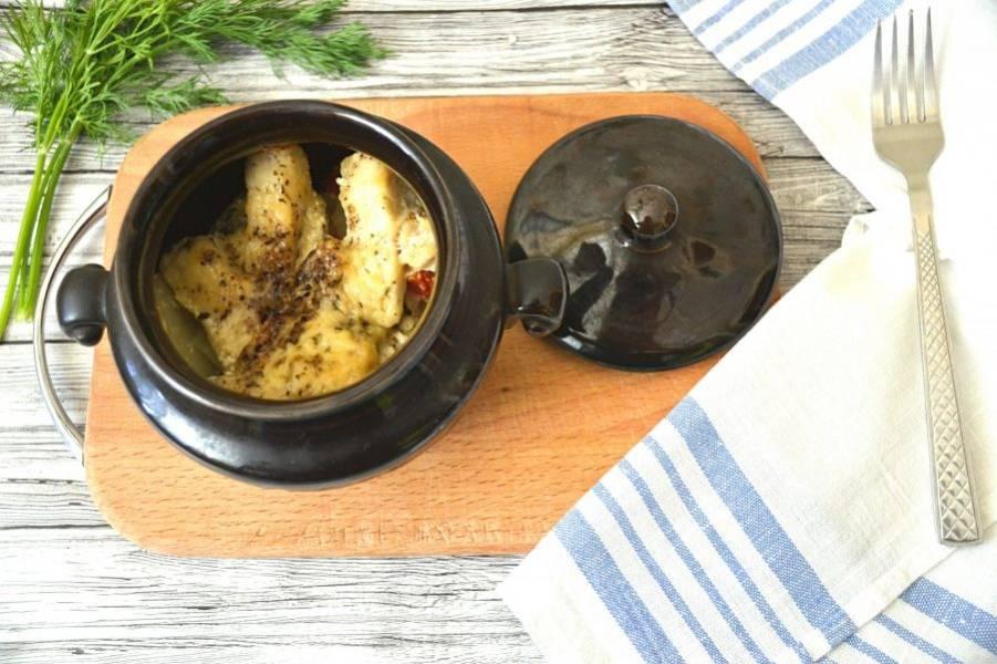 Щука, томленая в горшочке, получилась необыкновенно хороша. Подайте к рыбе свежий укроп, он отлично дополнит общую вкусовую гамму. Приятного аппетита!