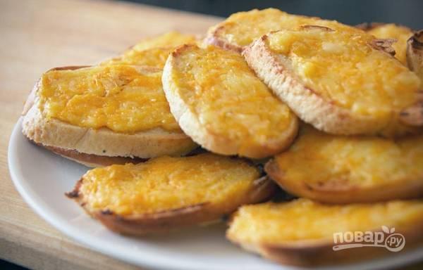 Гренки с сыром и яйцом в духовке