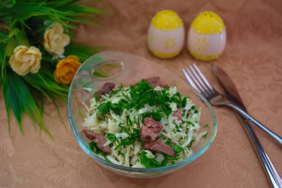 Салат заправьте растительным маслом. Перемешайте. Подавайте к столу. Приятного аппетита!