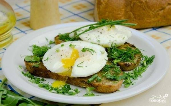 Яйца-пашот с тостами