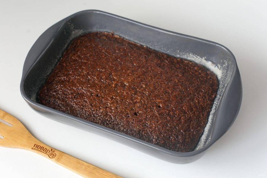Шоколадно-морковный пирог готов.