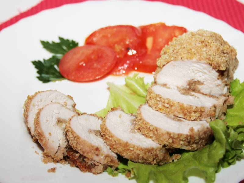 5. Примерно через 20 минут блюдо уже будет готово. Такая курочка отлично подойдет для легкого ужина, в сочетании с овощами или соусом по вкусу.