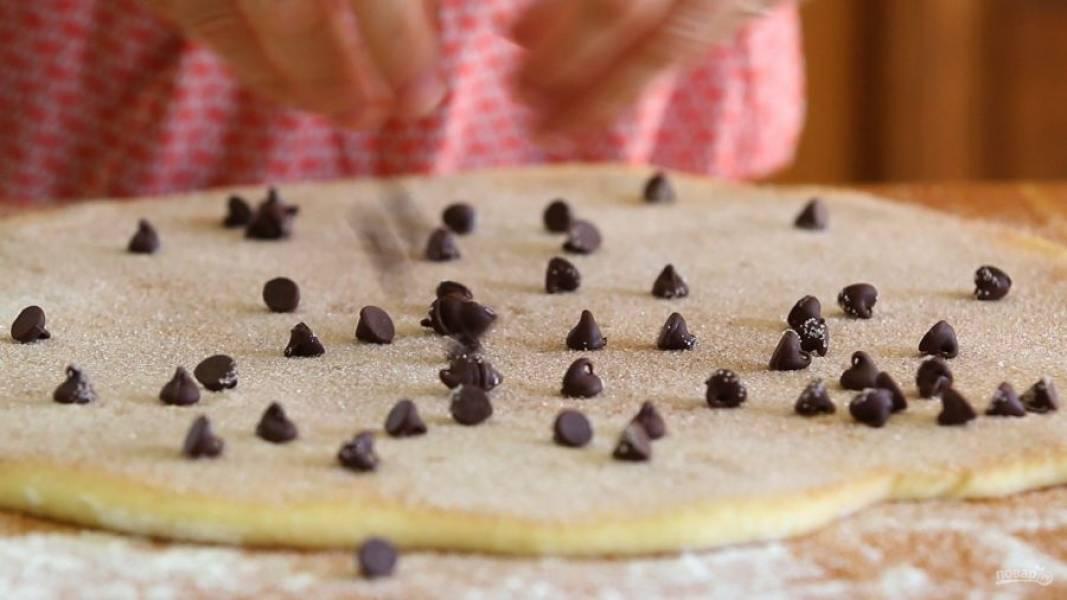 8. Далее выложите по периметру шоколад.