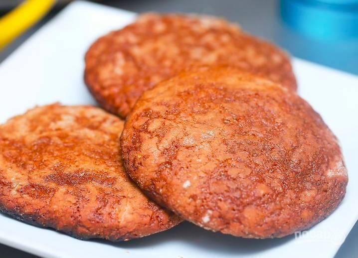 В разогретой до 200 градусов духовке выпекайте печенье 15 минут.