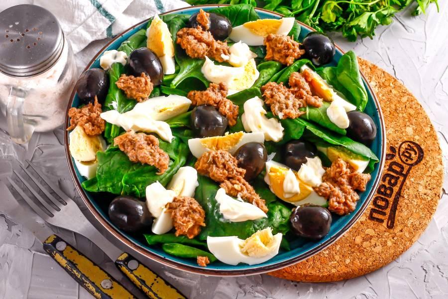 Салат с тунцом и маслинами