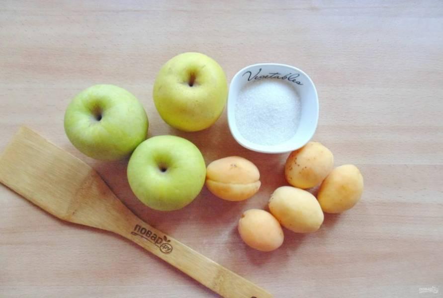 Подготовьте ингредиенты для приготовления джема из яблок и абрикосов.