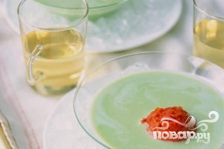 Суп из йогурта, базилика и помидоров