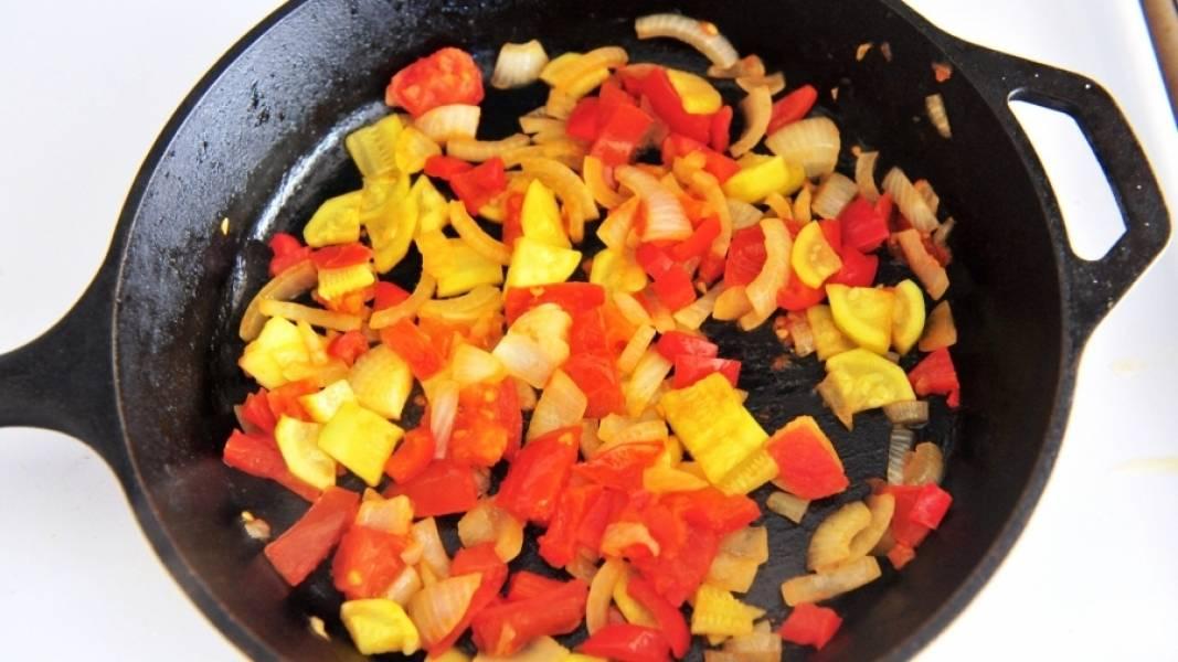Тушите овощи до мягкости, то есть до полной их готовности. Посолите, поперчите по вкусу. Можете добавить своих любимых специй.