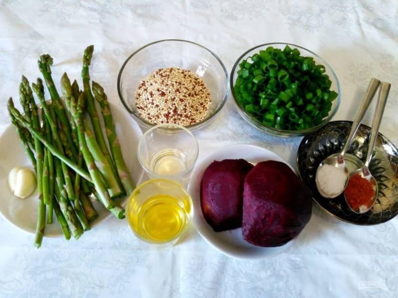 Приготовление свекольного салата с киноа необходимо начать с подготовки овощей и зелени. Свёклу следует заранее отварить (на пару в течение 15-20 минут) или запечь в духовке до мягкости.