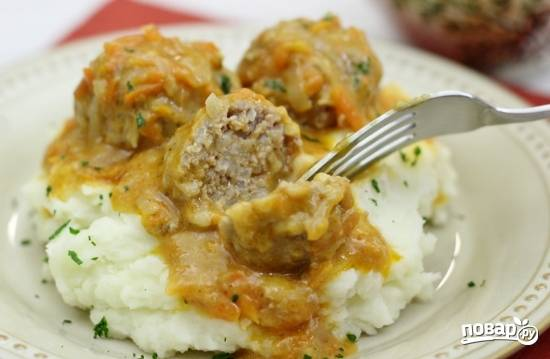 12. Чудесное горячее блюдо к картофельному пюре. Перед подачей можно присыпать сверху немного свежей зелени.  Приятного аппетита!