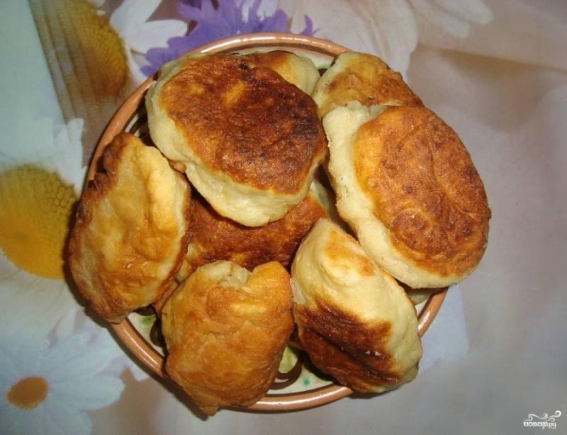 Обжаренные пирожки на картофельном отваре получились чрезвычайно аппетитными! Их сразу расхватали, семья как раз проголодалась! Приятного аппетита и вам!