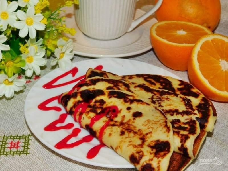 Готовые панкейки подавайте с ягодным соусом. Приятного аппетита!