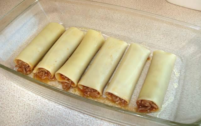 12. Выложить их в жаропрочную форму, предварительно немного смазав ее маслом.