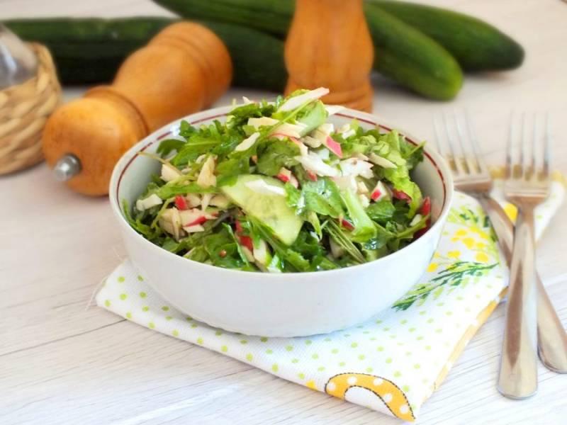 Салат готов и его можно сразу подавать на стол. Приятного аппетита!