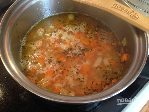 7. И заливаем водой или овощным бульоном.