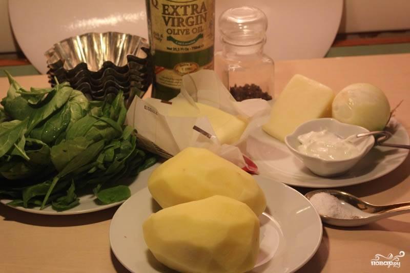 Картофель почистите, помойте, отварите в подсоленной воде до готовности.