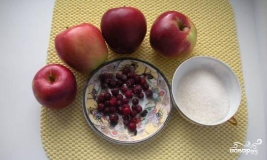 1.Берем все необходимые ингредиенты. Яблоки лучше брать сладкие и твердые.