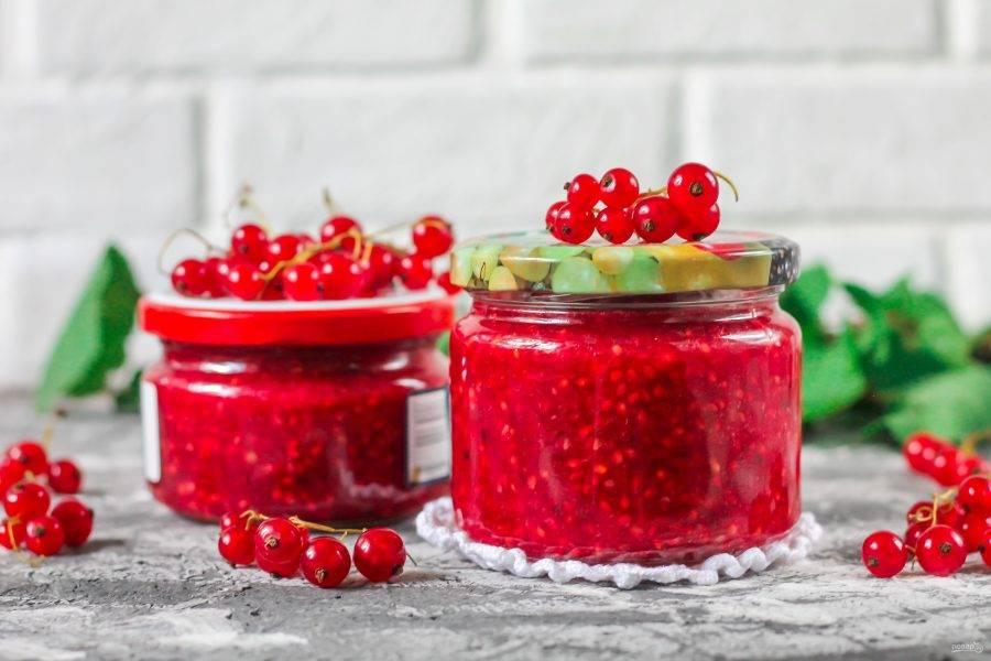 Ваша заготовка из красной смородины на зиму без варки полностью готова!